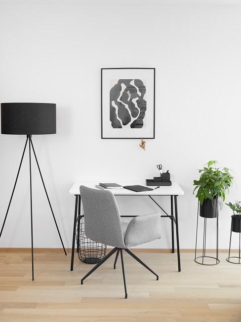 Homeoffice Wohnzimmer Schreibtisch Beleuchtung Pflanzen