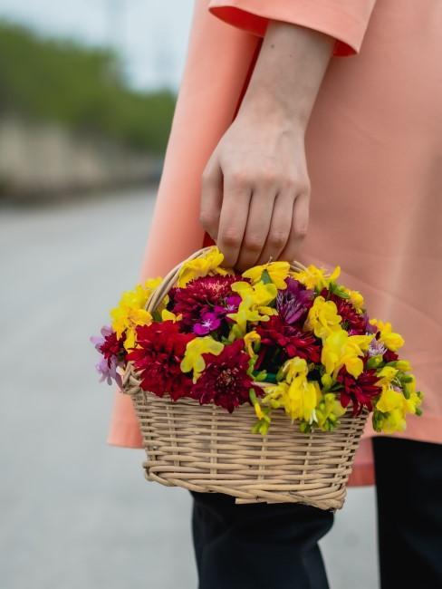 Blumenkörbchen als Geschenk