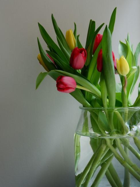 Tulpenstrauß mit roten und gelben Tulpen