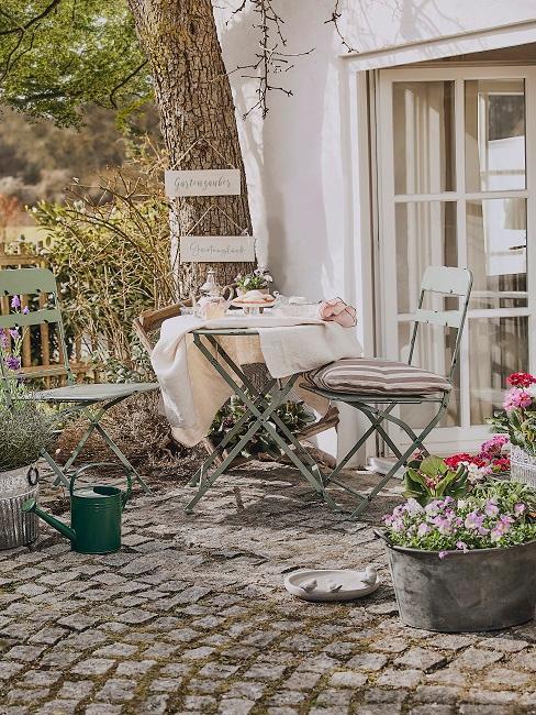 Metall Gartentisch und Stühle im Cottage Stil