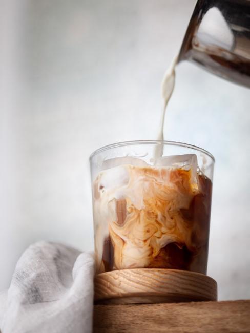Milch für kalten Dalgona Kaffee