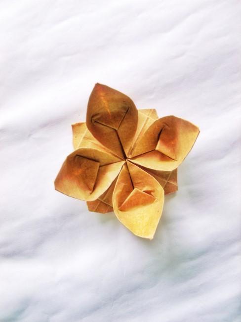 gelbe Origamiblume
