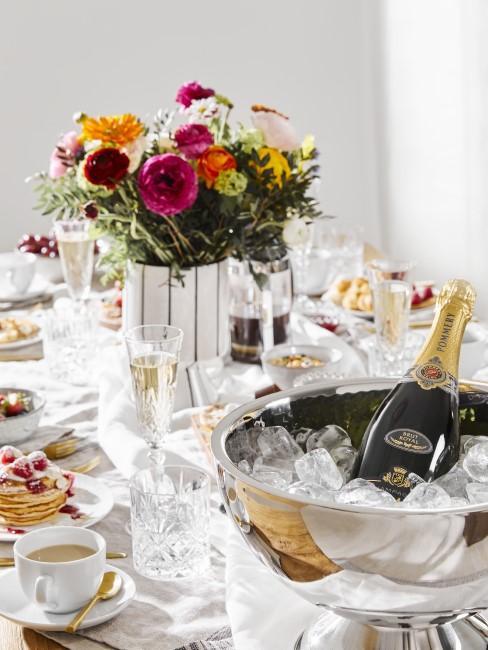 Elegante Tischdeko für den Sonntagsbrunch