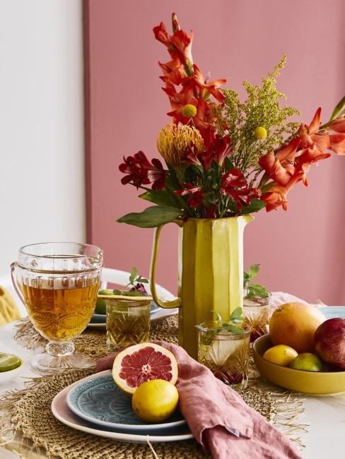 Obst und Tee für den Muttertags-Brunch
