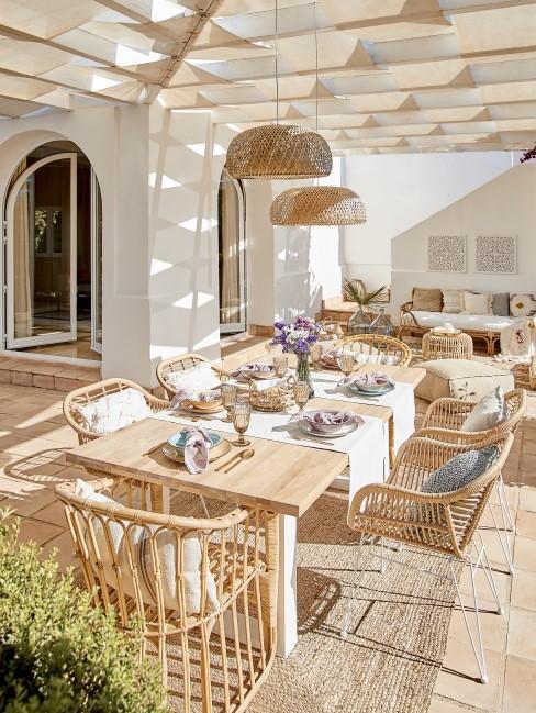Frühstücken auf der Terrasse