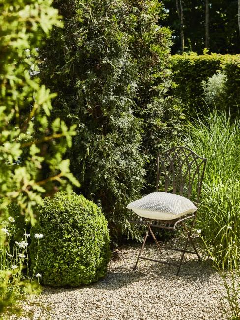 Garten mit Metall dekorieren