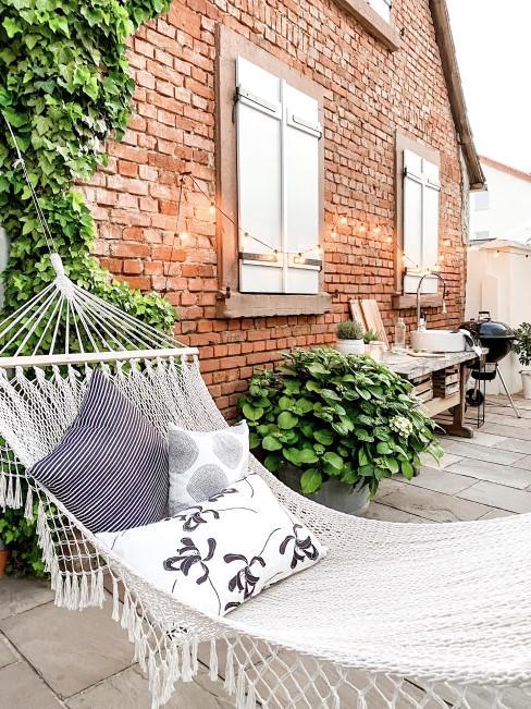 Innenhof entspannt gestalten und in Zonen aufteilen