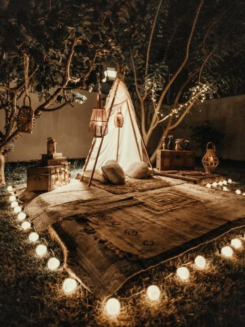 Stimmungsvolle Beleuchtung im Hinterhof