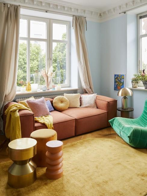 Sofa in der Trendfarbe Terracotta