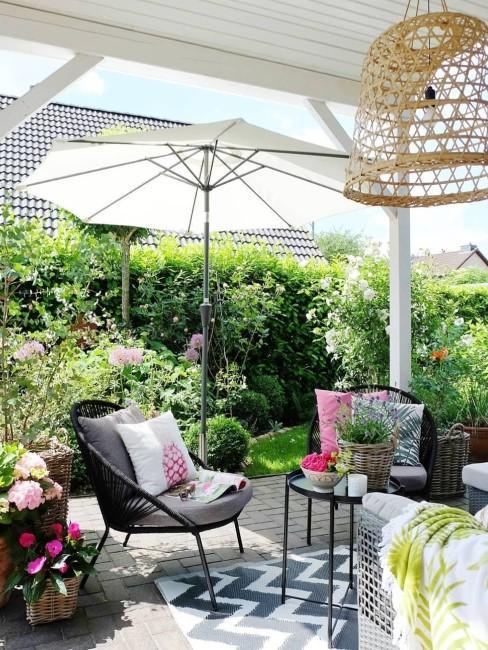 Terrassee mit kleinem Garten