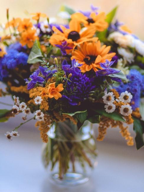 Blaue Blumen gelbe Blumen Strauß