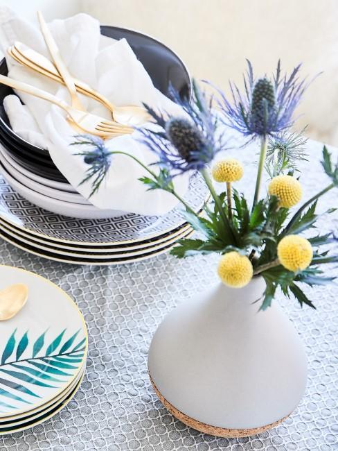 blaue Disteln Craspedien Tischdekot