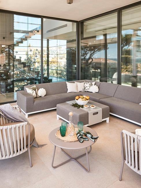 Großer Balkon mit Lounge Ecke im modernen Look