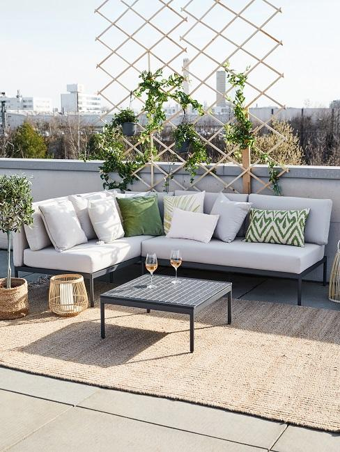 Balkon Sofa mit Outdoor Teppich auf einer Terrasse