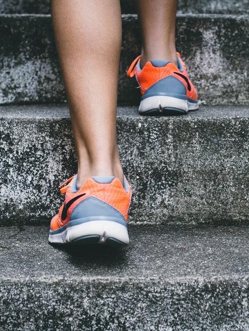 Abnehmen mit Sport Joggen Sportschuhe