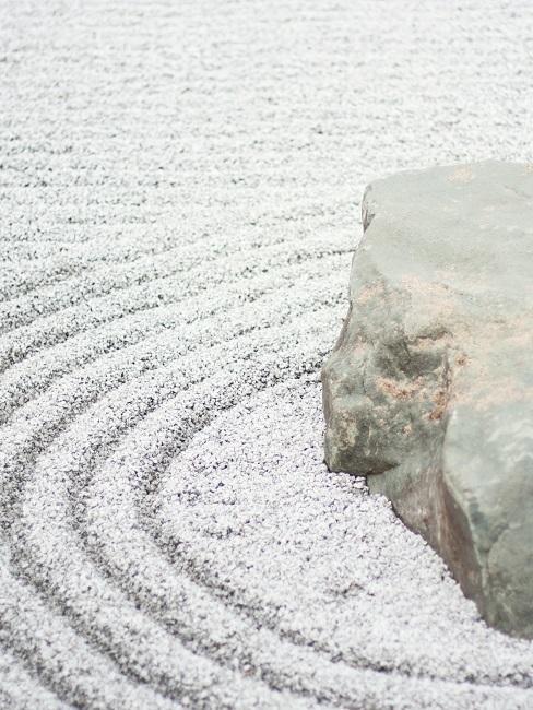 Stein auf Kies