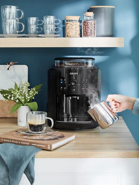 Kaffeemaschine mit Dampfstation