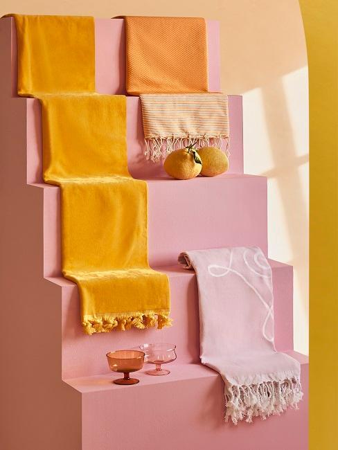 Verschiedene Decken in unterschiedlichen Farben