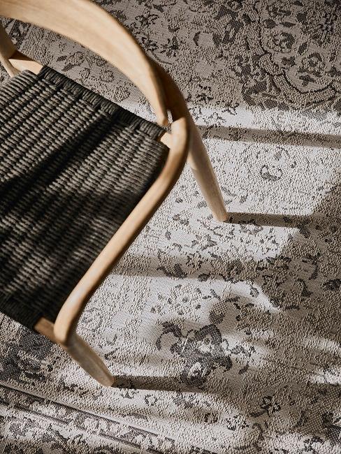 Stuhl auf orientalischem Teppich