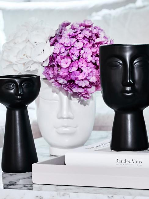 lila Hortensie in Vase mit Gesicht