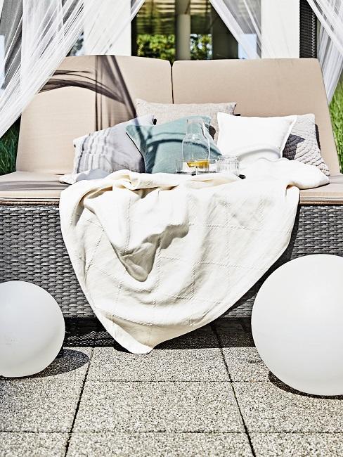 Gartenparty Daybed Textilien Decken Kissen