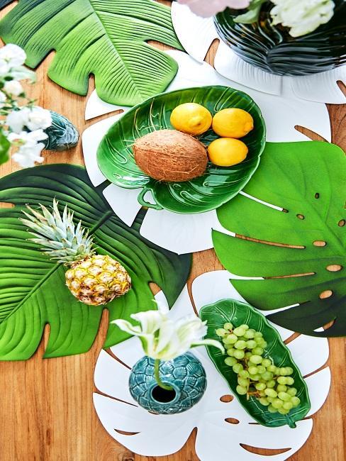 Tischdeko Sommerparty tropisch Blaetter Obst