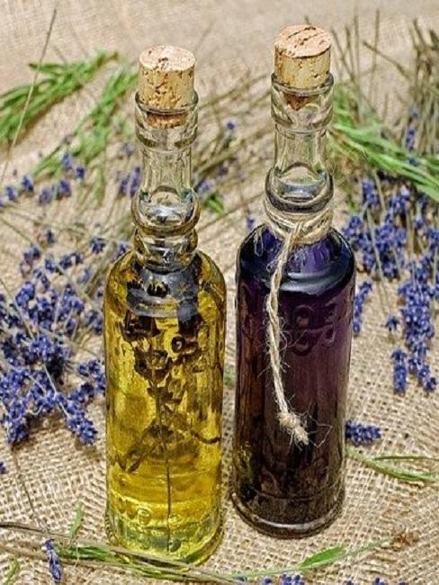 Lavendelöl in einer Flasche