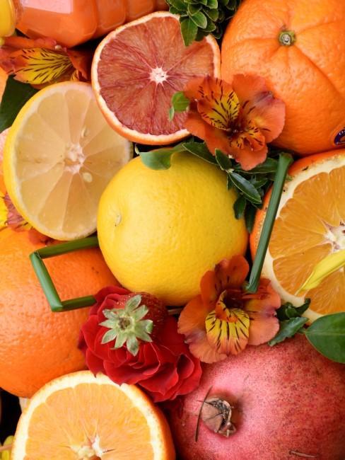orange Blumen und Früchte sorgen für Energie