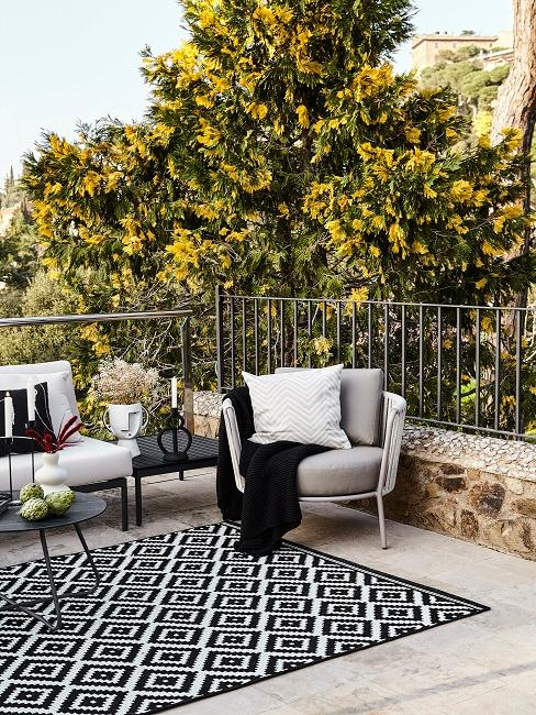 Outdoor Teppich auf einer Terrasse