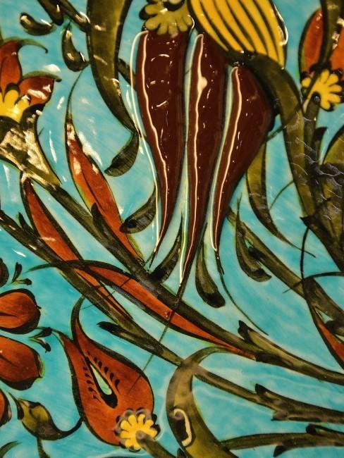 Fliese mit orangen Blumen
