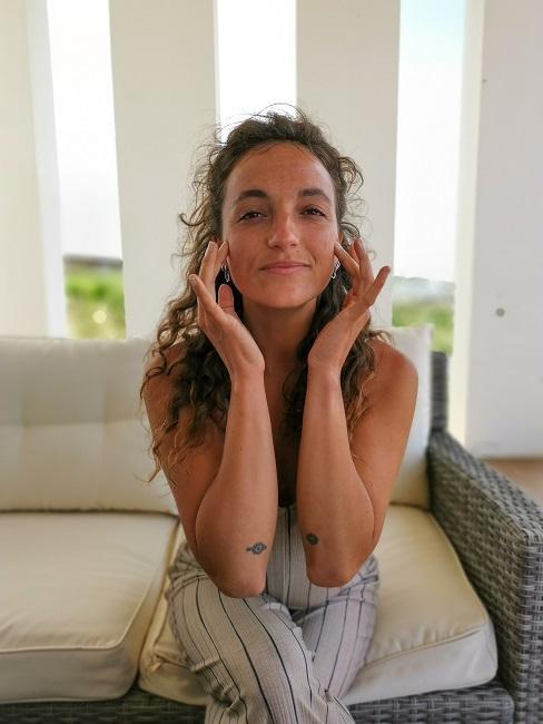 Face Yoga Uebungen Warm Up