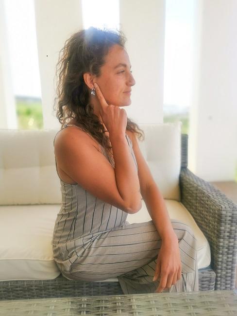 Face Yoga Uebungen Ohren Schritt 1