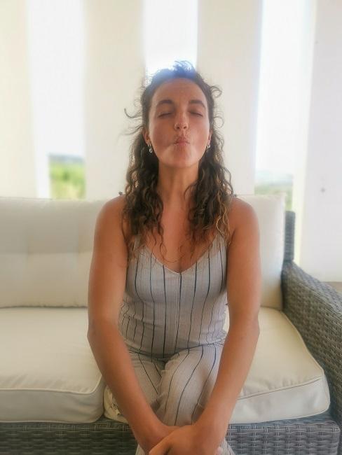 Face Yoga Uebungen Kussmund Lippen spitzen