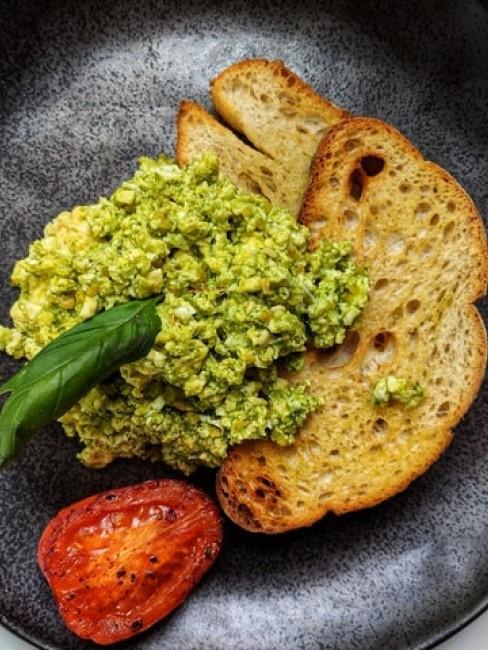 Rührei Pesto Eggs als Variante