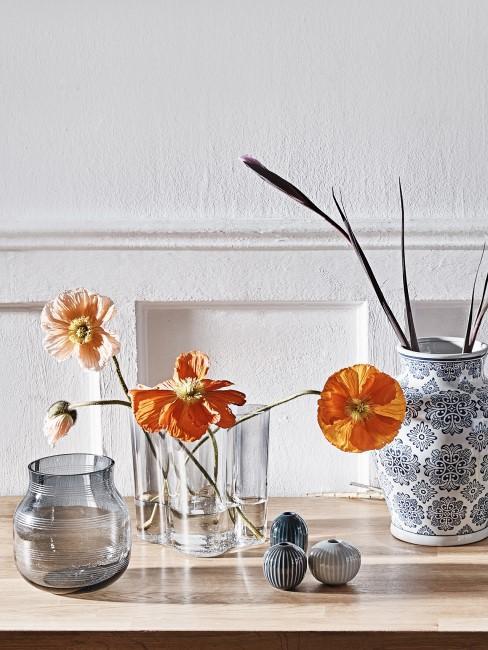 orange Anemonen in Glasvase