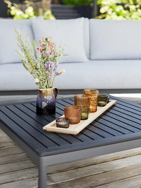 Gartentisch mit Deko Teelichtern