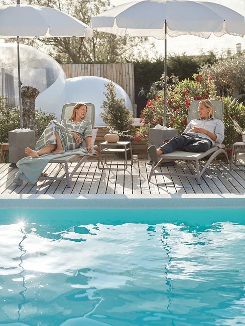 Jessica Schwarz und Freund Reves Etoiles Pool Sonnenliegen