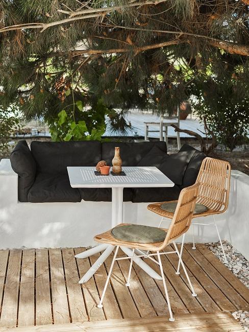 Jessica Schwarz Reves Etoiles Terrasse Tisch und Stuehle