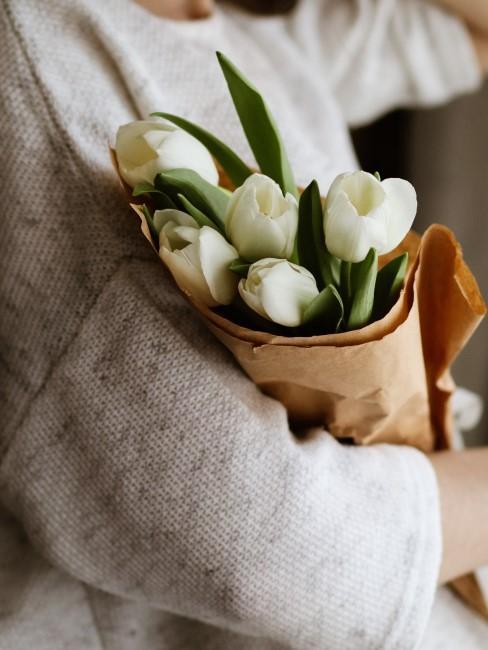 Strauß weiße Tulpen als Geschenk