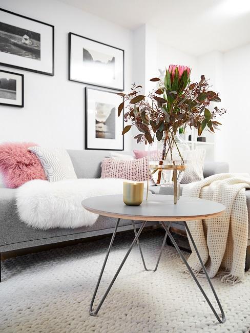 Altbauwohnung einrichten Scandi Wohnzimmer Sofa Gemütlich