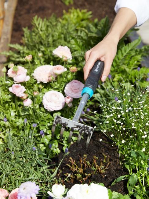 Harke für die Gartenarbeit