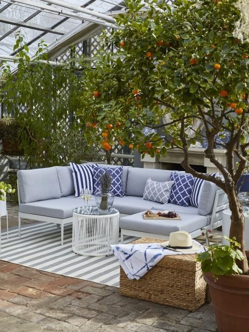 Gartenmöbel in Grau und Blau