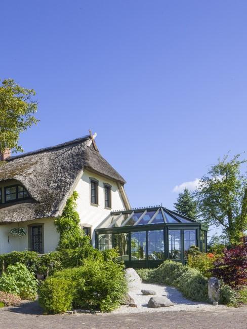 Wintergarten am Haus aus Glas und Metall