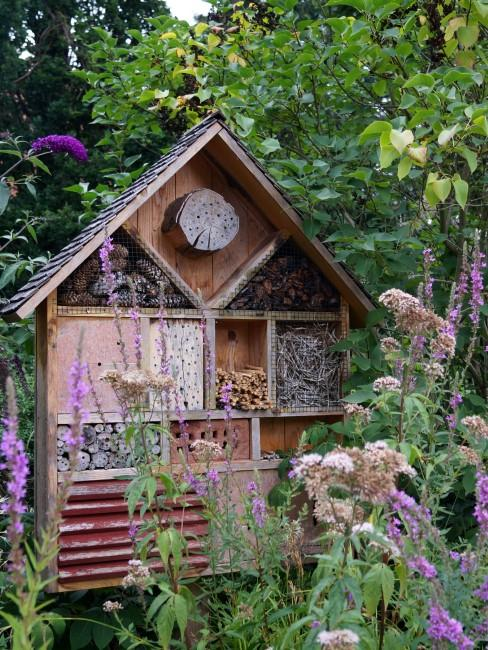 Insektenhotel für einen naturnahen Garten