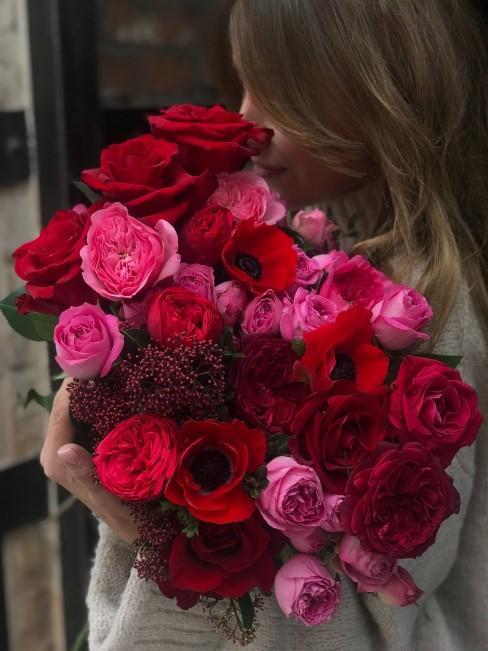 Strauß rote Blumen im Mix mit rosa Blumen als Geschenk