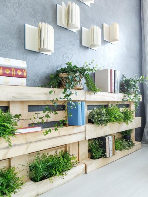 Vertikale Pflanzenwand für drinnen aus Paletten