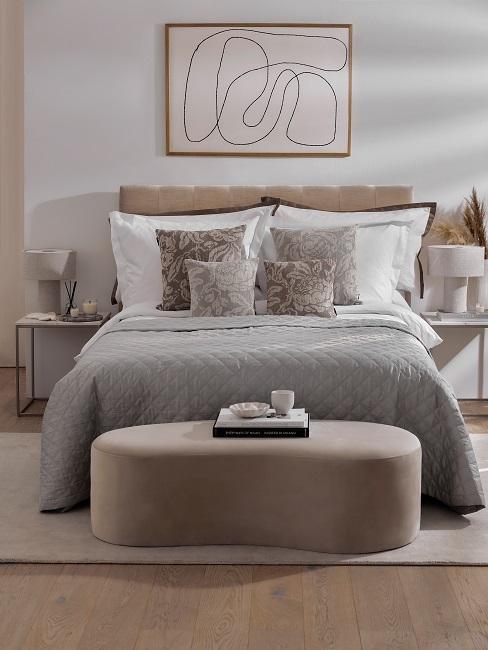Hoteleinrichtung Hotelzimmer einrichten Beige Naturtoene hell Bett