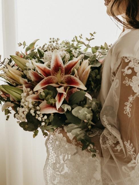 Lilie im Hochzeitsstrauß