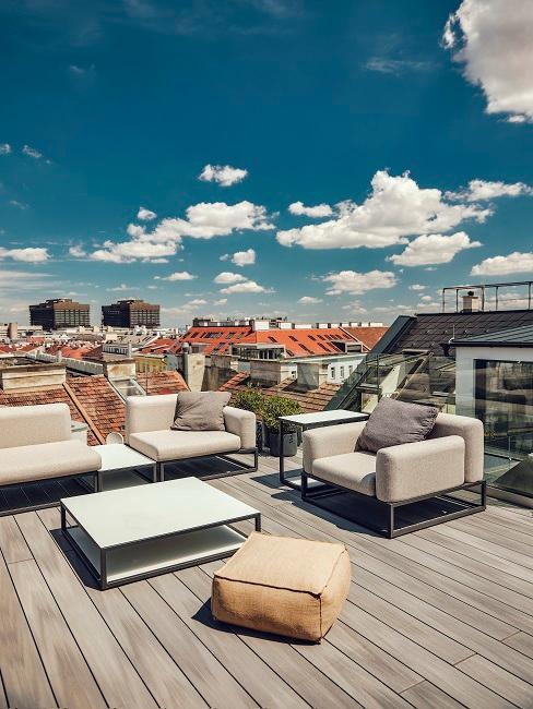 Loungemöbel auf Dachterrasse