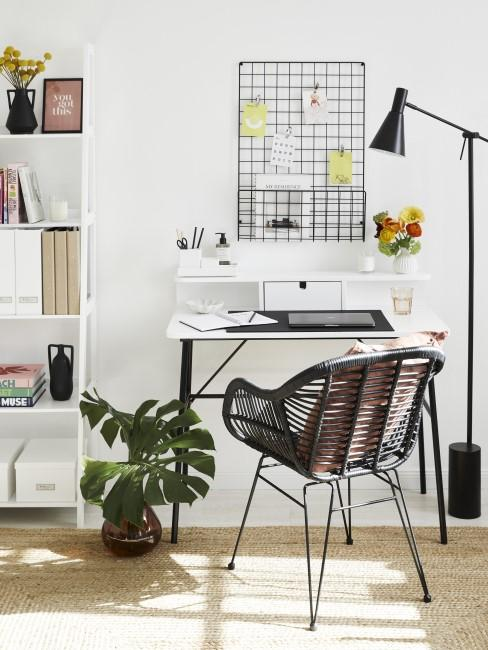 Aufgeräumter Schreibtisch fürs Home Office